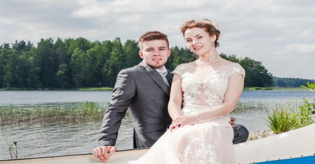 Triangle dream wedding: the Bride was dating two guys and one of them secretly
