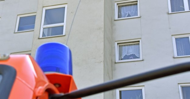 Unknown ignites more children to the car in from Puchheim, Germany high-rise building