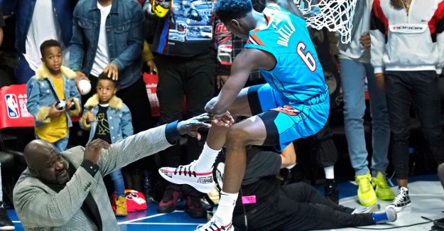 VIDEO. Show in Slam Dunk Contest: 'Superman' Diallo jumping over NBA legend Shaquille O'Neal back