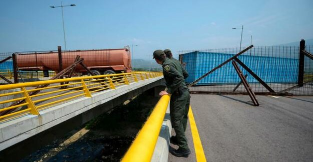 Venezuela : Maduro does not allow relief goods through major border bridge