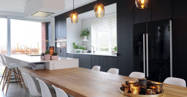 WOONVIDEO: Look inside this modern house, with a heart of wood