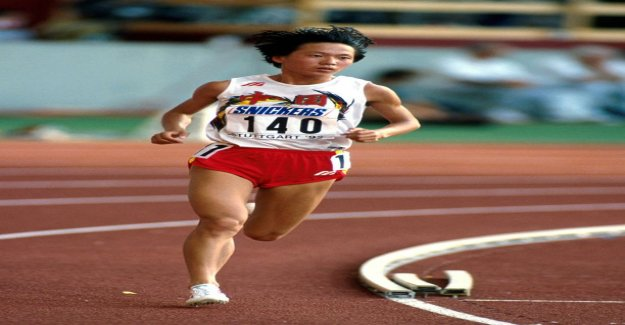 What running distance world record of woman Wang Junxi is?