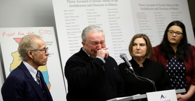 Abuse allegations against nearly 400 priests in Illinois