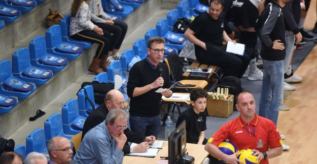 Advocate assisenzaak neurochirurge during weekend matchspeaker top Class volleyball is 'piece of cake' compared to council