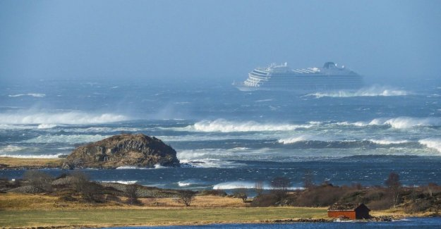 After cruise ship second ship stranded during storm towards the coast of Norway: 1.300 passengers to be evacuated