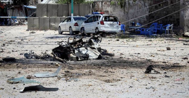 At least ten killed in bomb attack on government building, Mogadishu