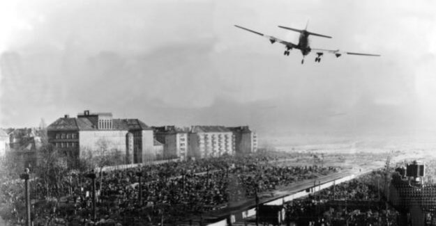 At the end of the air bridge 70 years ago : 50,000 spectators at Tempelhof field is expected