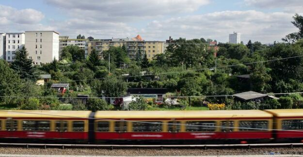BVG strike in Berlin : Hope for good weather - and the S-Bahn