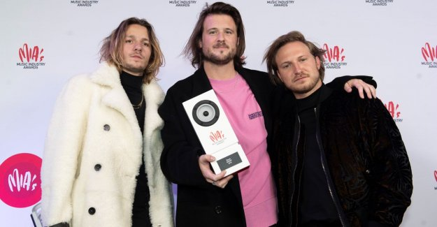 Bazart receives gold record for '2'