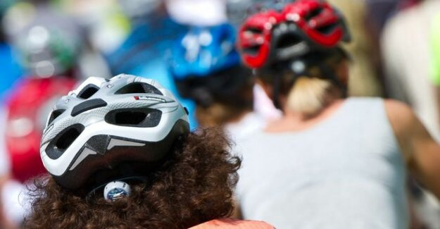 Bicycle helmets save lives : a New campaign to appeal to young helmet muffle