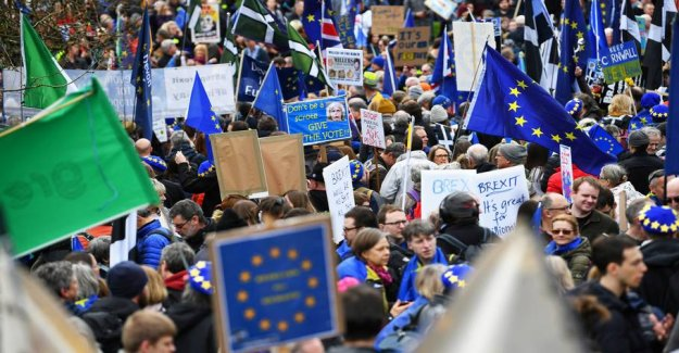 Big brexit-the demo in London: Thousands on the streets