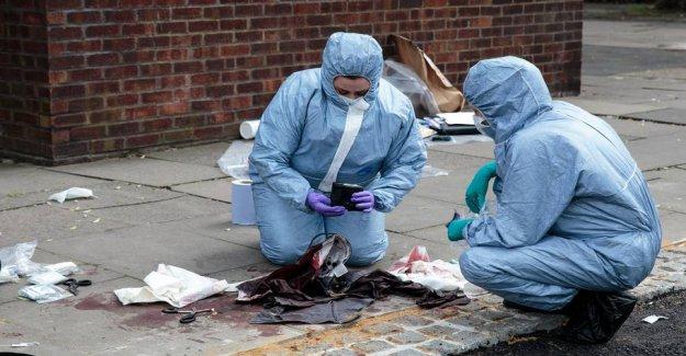 British police launches manhunt: Man stabs random down