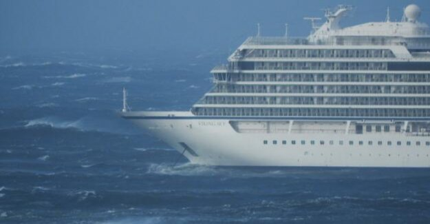 Cruise ship in security : Viking Sky reached port