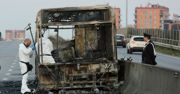 Driver Italian school bus fire put out, heard voices of the drowned children