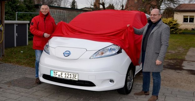 Electric Shuttle in Brandenburg : The crane Express goes to the Start