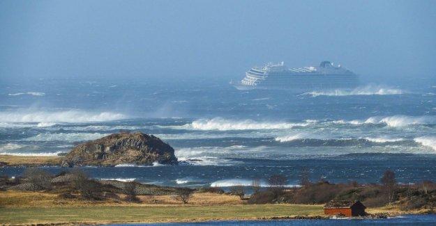 Evacuation 1.373 passengers stranded cruise ship for Norwegian coast: rescue go all night