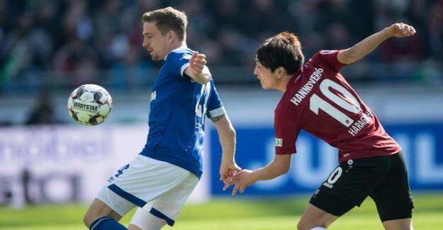 Football League on Sunday : FC Schalke 04 wins the cellar duel Hannover 96