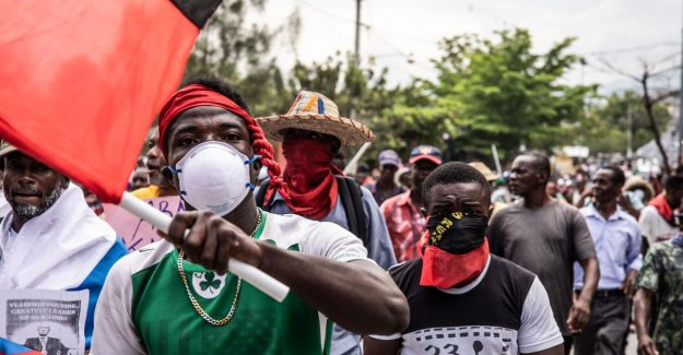 Haitians demand the departure of president: We want Putin to us from dictatorship VS afhelpt