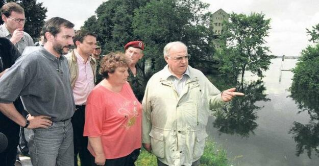 History of the fight against natural disasters : in Front of the dike count, the Red army came
