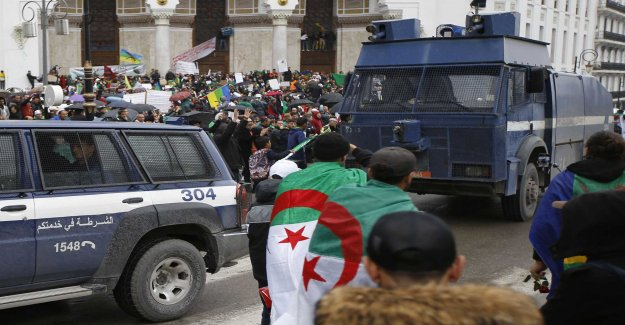 Hundreds of thousands of new algerian protests