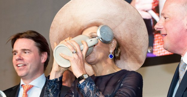 IN THE PICTURE. The Dutch queen Máxima has an appetite for a beer