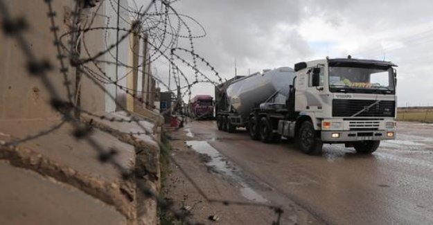 Israel re-opens border with Gaza