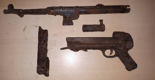 Jute found the submachine gun in the garden