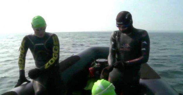 LIVE: Morten Østergaard plunges in deep water