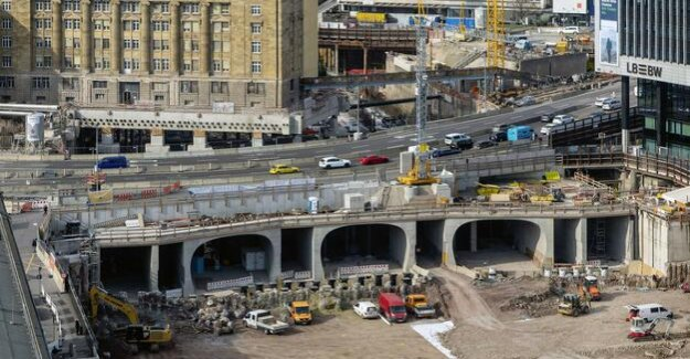 Large construction site of Stuttgart 21 : The Deutsche Bahn's missing billions