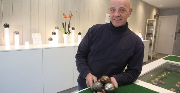 Laurent (60) opens the first Flemish petanquespeciaalzaak: On vacation my first ball thrown and three years later, garage converted into a shop