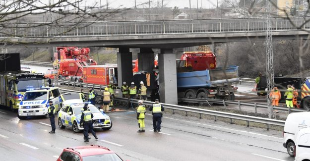 Lorry driver died after a traffic accident on the E4 motorway in the south of Stockholm