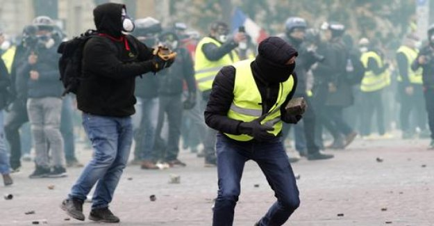 Macron convicted violent yellow West