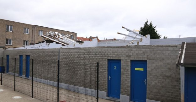 Match Sporting Castle cancelled after the roof of the changing rooms, blowing