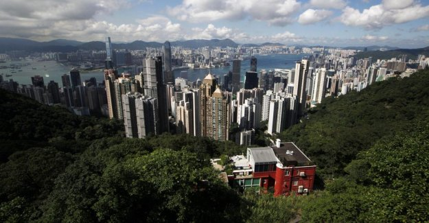 Megaprojects with artificial islands outside Hong kong are criticized