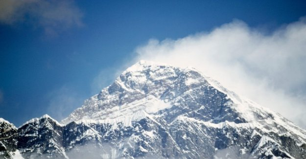 More and more bodies thaw until at Everest