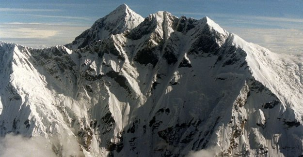 Mount Everest reveals his killing: bodies of killed climbers exposed by melting ice