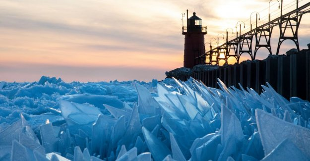 Natural beauty: lake Michigan turns into mosaic of ice