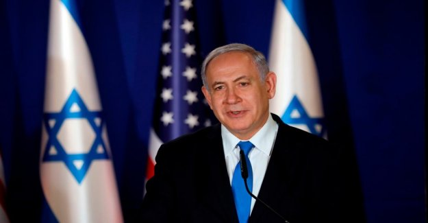 Netanyahu's hard-cornered on the egyptian submarines