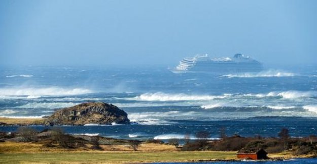 Norway: cruise ship with 1300 passengers in distress
