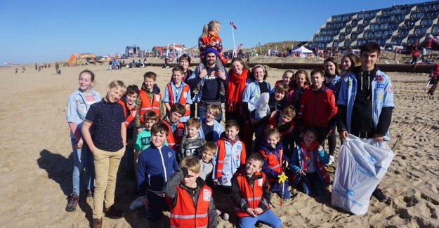 Our beaches are a lot cleaner: the 7,500 volunteers pick up 11,5 tons of waste while Eneco Clean Beach Cup