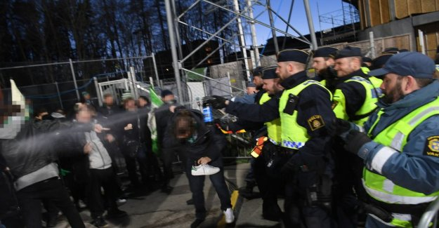 Police used pepper sprays against the supporters of the bandyfinalen
