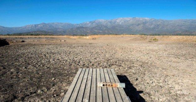 Popular lake away in Chile – only the desert left