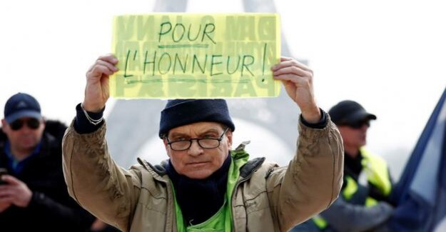 Protest against Macron : yellow West put on the Demo-ban away