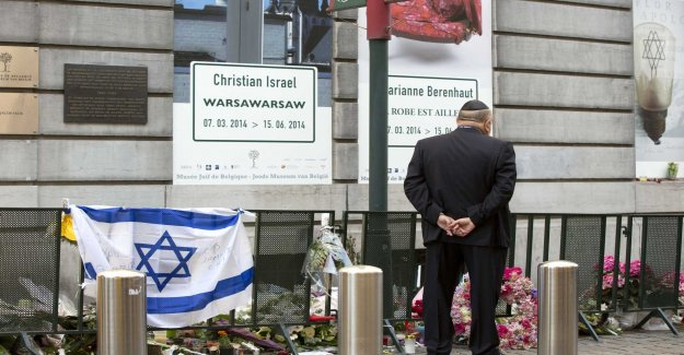 Requires life imprisonment for the murders at the Jewish museum