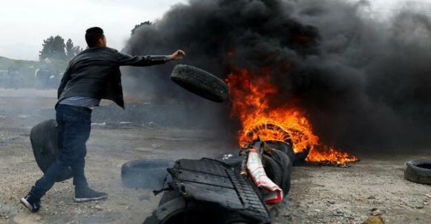 Riots on memorial day in Gaza : Palestinians killed by Israeli soldiers on the border