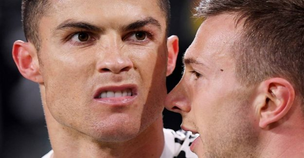 Ronaldo with a massive mockery of Simeone