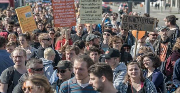 #Seehofer wegbassen : thousands demonstrate against the tightening of the Asylum, and for search and rescue