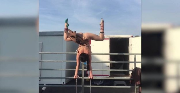 Sexy acrobat reveals: that is Why I am so flexible