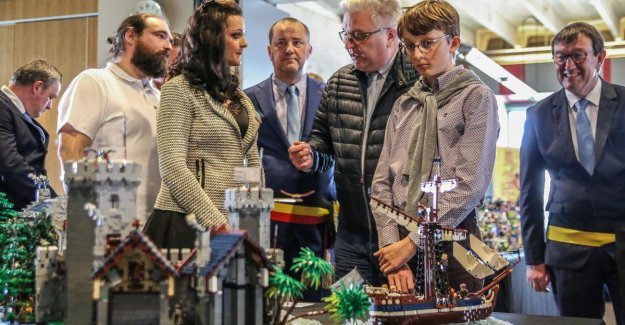 Sophie enchants prince Laurent with LEGO: YOU are unique. A second woman such as you does not exist