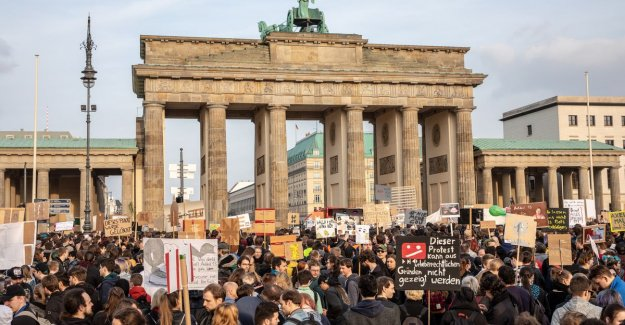 Tens of thousands demonstrate against reform of copyright on the internet in Germany